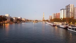Liberty_Trans_VTC_Taxi_moto_Pont_de_Bir_Hakeim_Paris_75015.jpg