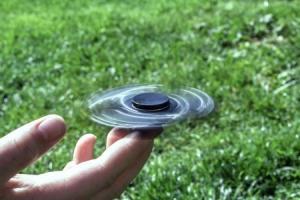78e0a-750xauto-fidget-spinner-dengan-durasi-berputar-terlama-sampai-13-menit-1708093.jpg